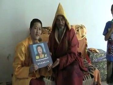 夏珠秋楊仁波切再次接受寶書《多杰羌佛第三世》