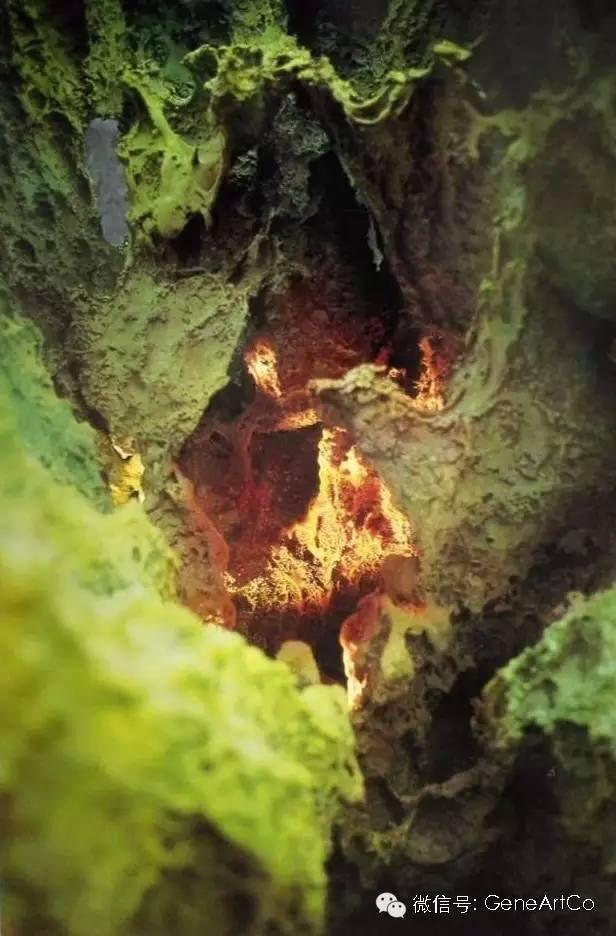 H.H.第三世多杰羌佛韻雕作品:綠色火山口