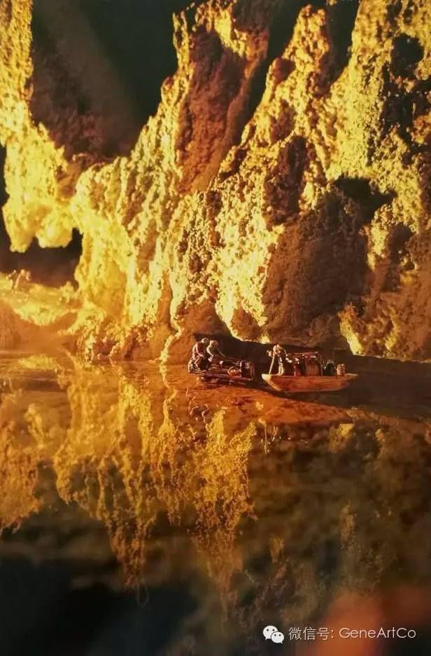 H.H.第三世多杰羌佛韻雕作品:穿過一座山,小船進入峽谷