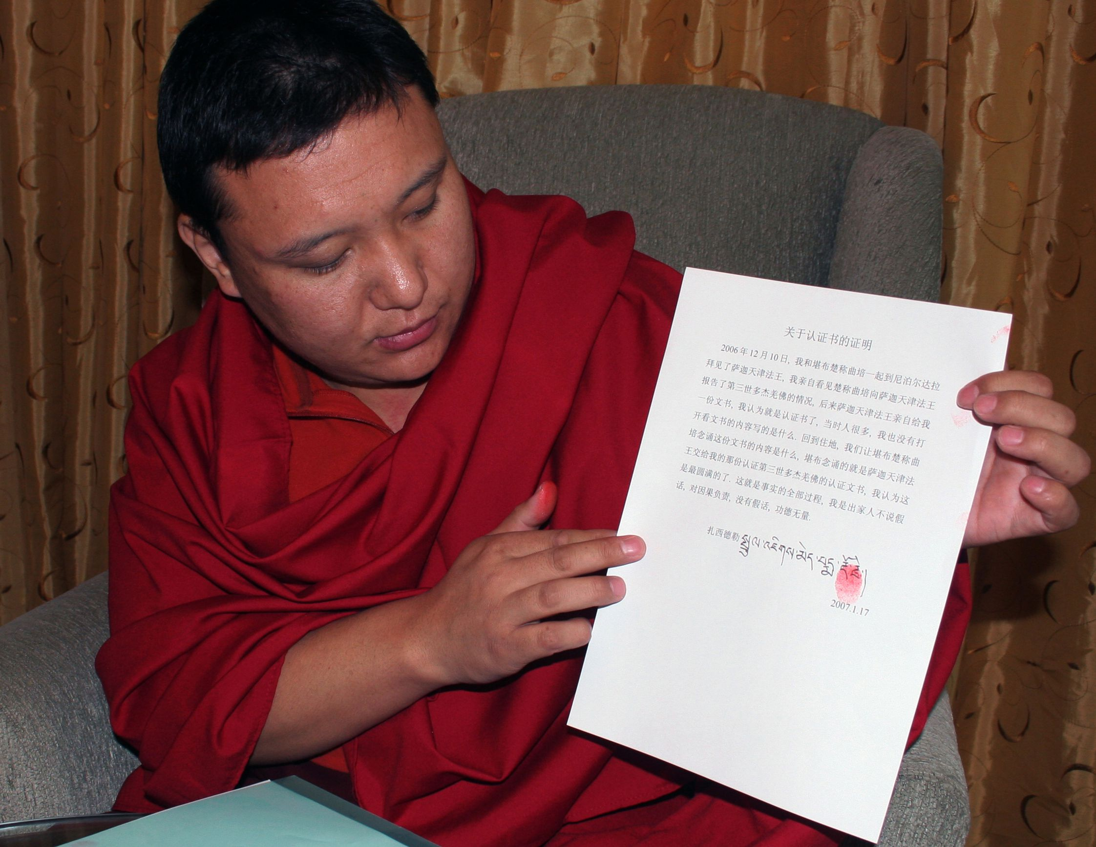 薩迦天津否認不了他給第三世多杰羌佛寫認證書的事實