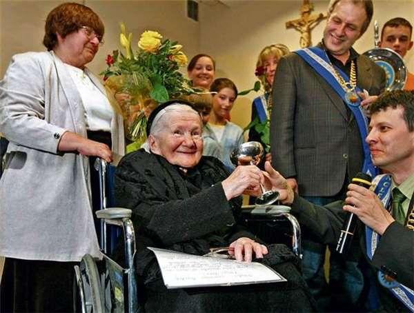 她用屍袋救出了2500名孩子,被打殘雙腿仍不願妥協,隱姓埋名半世紀