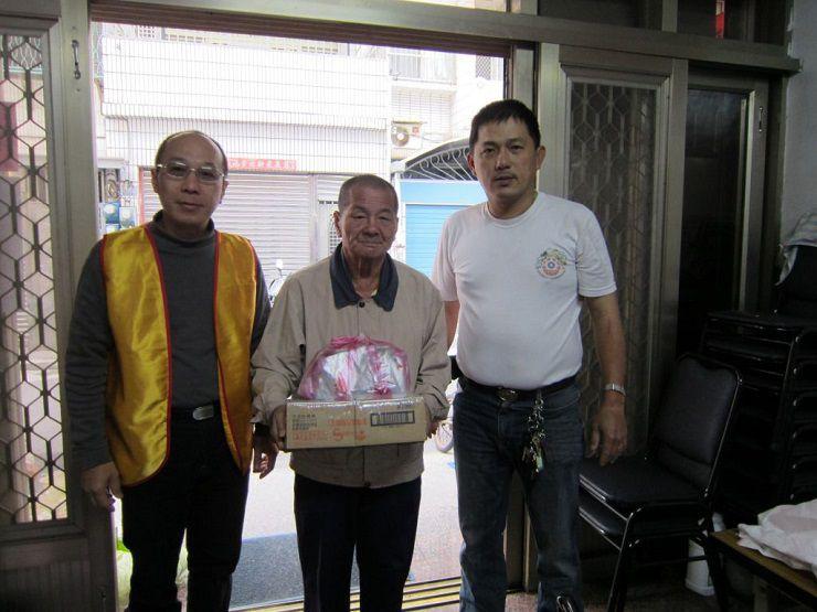 2013年本會高雄金剛菩提分院至前鎮區草衙里的愛心關懷活動