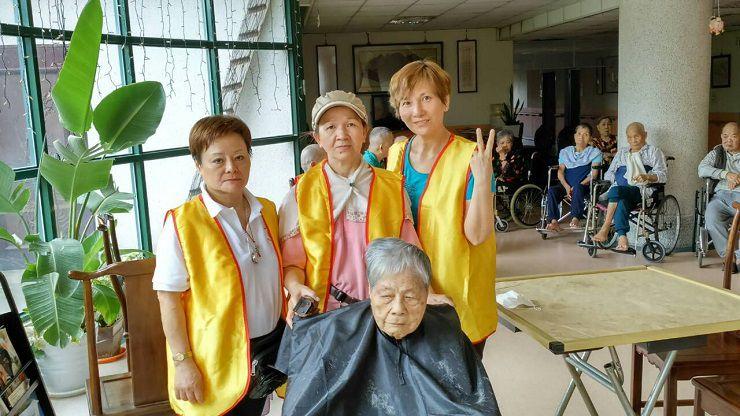 2015本會新竹分院師兄姊每三個月到崇德護理之家提供義剪服務