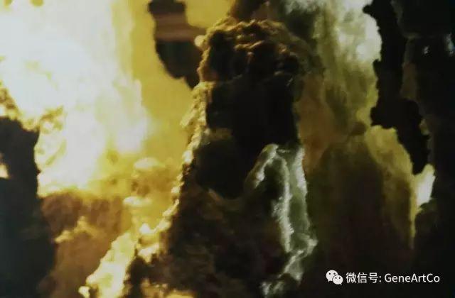 H.H.第三世多杰羌佛韻雕作品:窗前的人造山