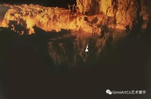 H.H.第三世多杰羌佛韻雕作品:黃昏大峽谷