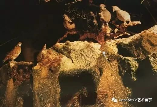 H.H.第三世多杰羌佛韻雕作品:群鳥在石樹棲息