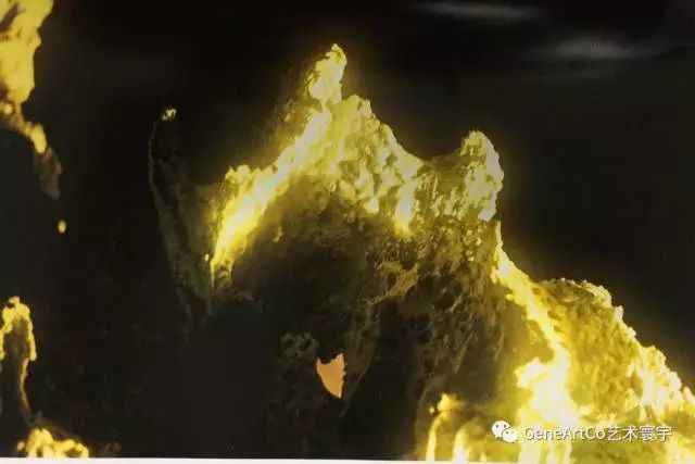 H.H.第三世多杰羌佛韻雕作品:山的光芒喚起特別之情