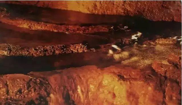 H.H.第三世多杰羌佛韻雕作品:黃龍的一條潺潺小溪