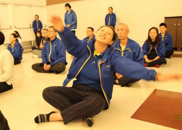 佛教正法中心-受用錄:我得到觀音加持在法會中開心的舞動 (貝嘎曲丹)
