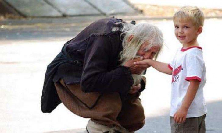 103歲白髮老人,每天行乞是為了做善事,20多年來「捐出140萬」!