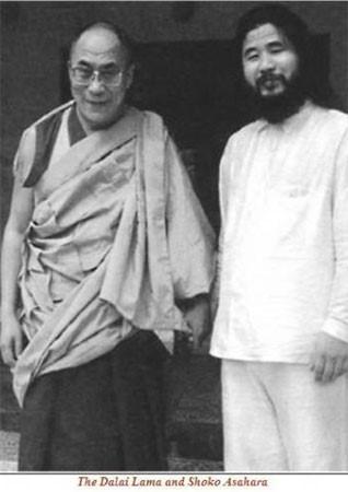 請看達賴喇嘛與麻原彰晃之關係