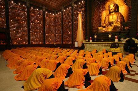 真正的佛法就在南無第三世多杰羌佛這裡,行人們千萬不要受魔的干擾,錯失學習如來正法的機會(努力前行)