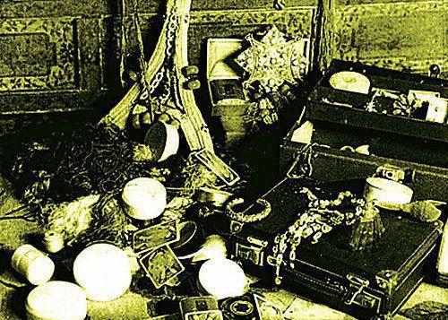 人皮作畫,頭骨裝酒,14世達賴卻把這些當作禮物送給美國
