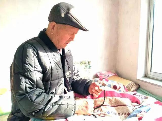 90歲高齡的老父親,欣然學佛了(雲韻)