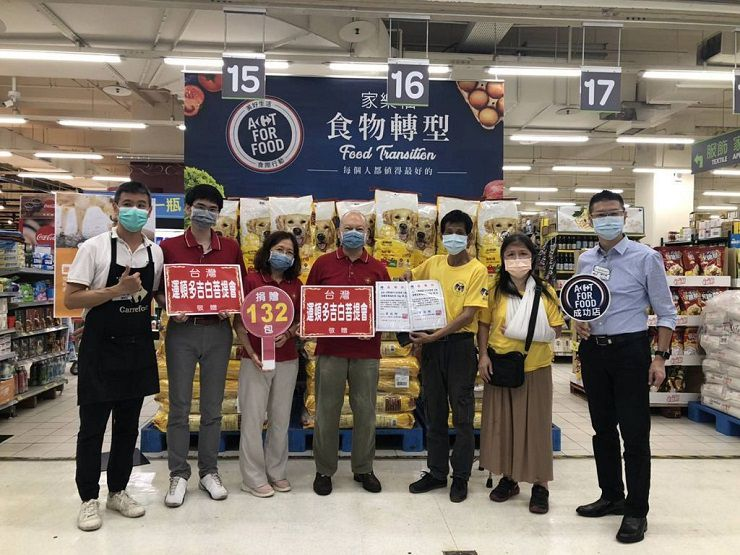 社團法人台灣運頓多吉白菩提會,捐贈飼料予照生食物銀行